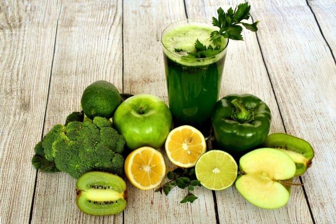 No es recomendable seguir dietas de un solo grupo de alimentos, sino que debe ser variada.