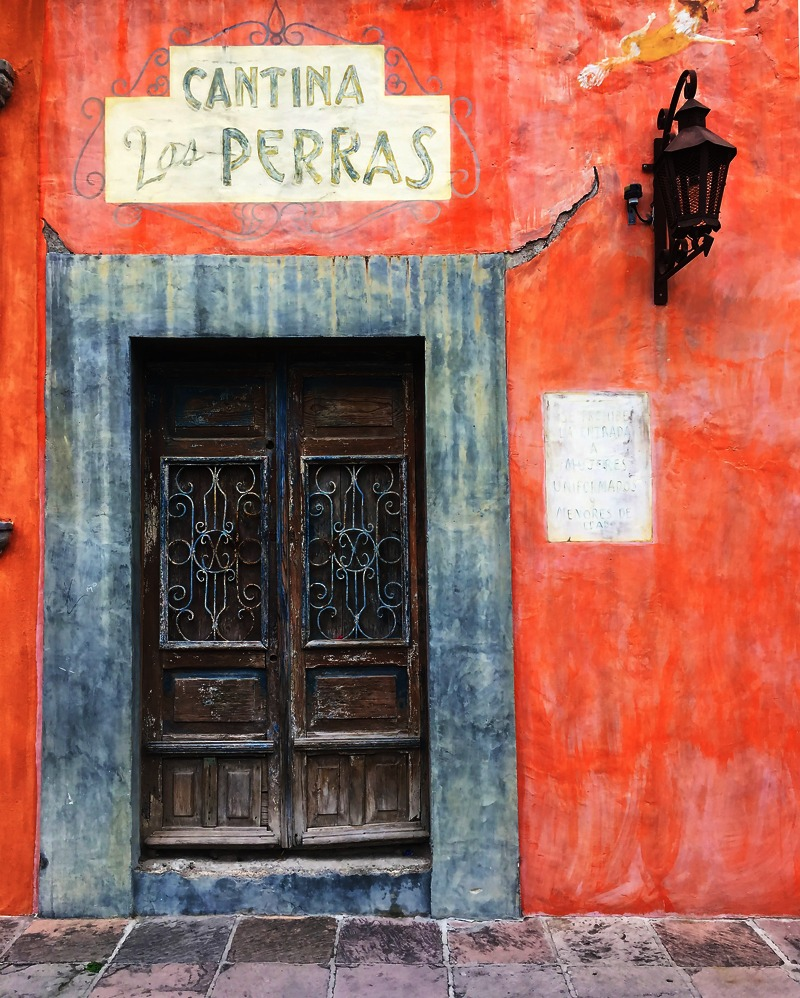 Cantina típica en San Miguel de Allende (México).