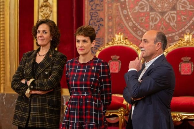 La consejera, ; la presidenta, María Chivite; y el presidente de UCAN, José Mari.