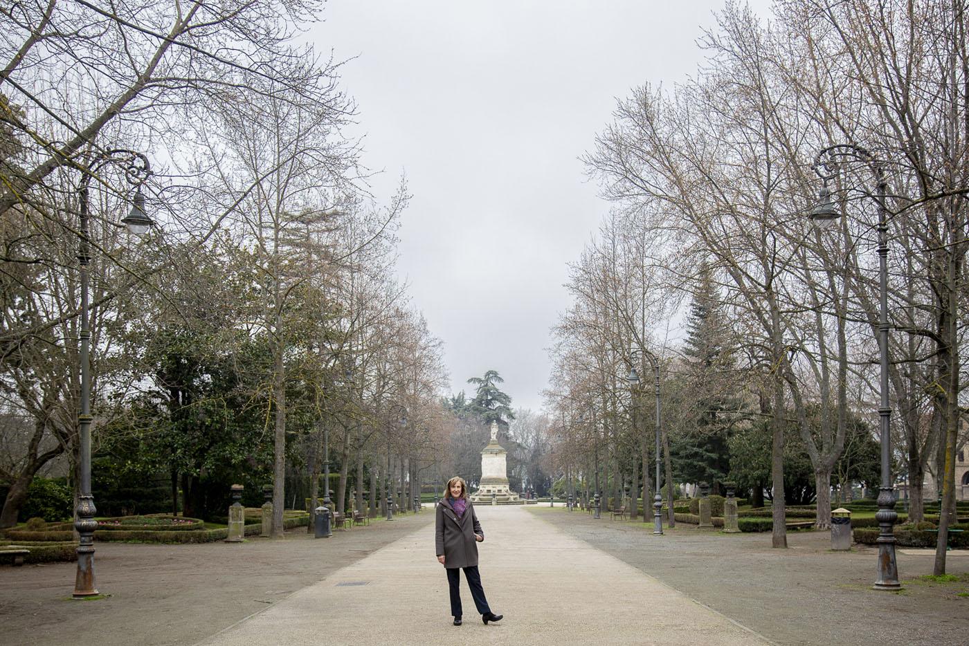 Su trabajo en el sector turístico le ha llevado a vivir en Roma, Milán y París.