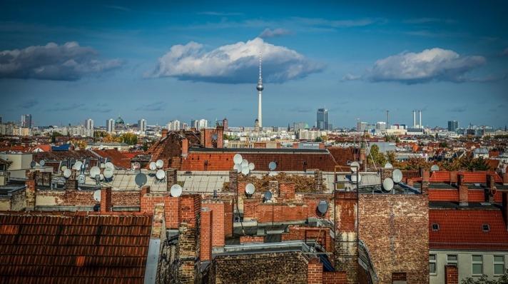 Los centros urbanos están llenos de antenas de todo tipo.