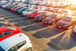 Los SUV desplazan paulatinamente a los otros tipos de vehículos. en el mercado español. (Foto: welcomia en freepik).