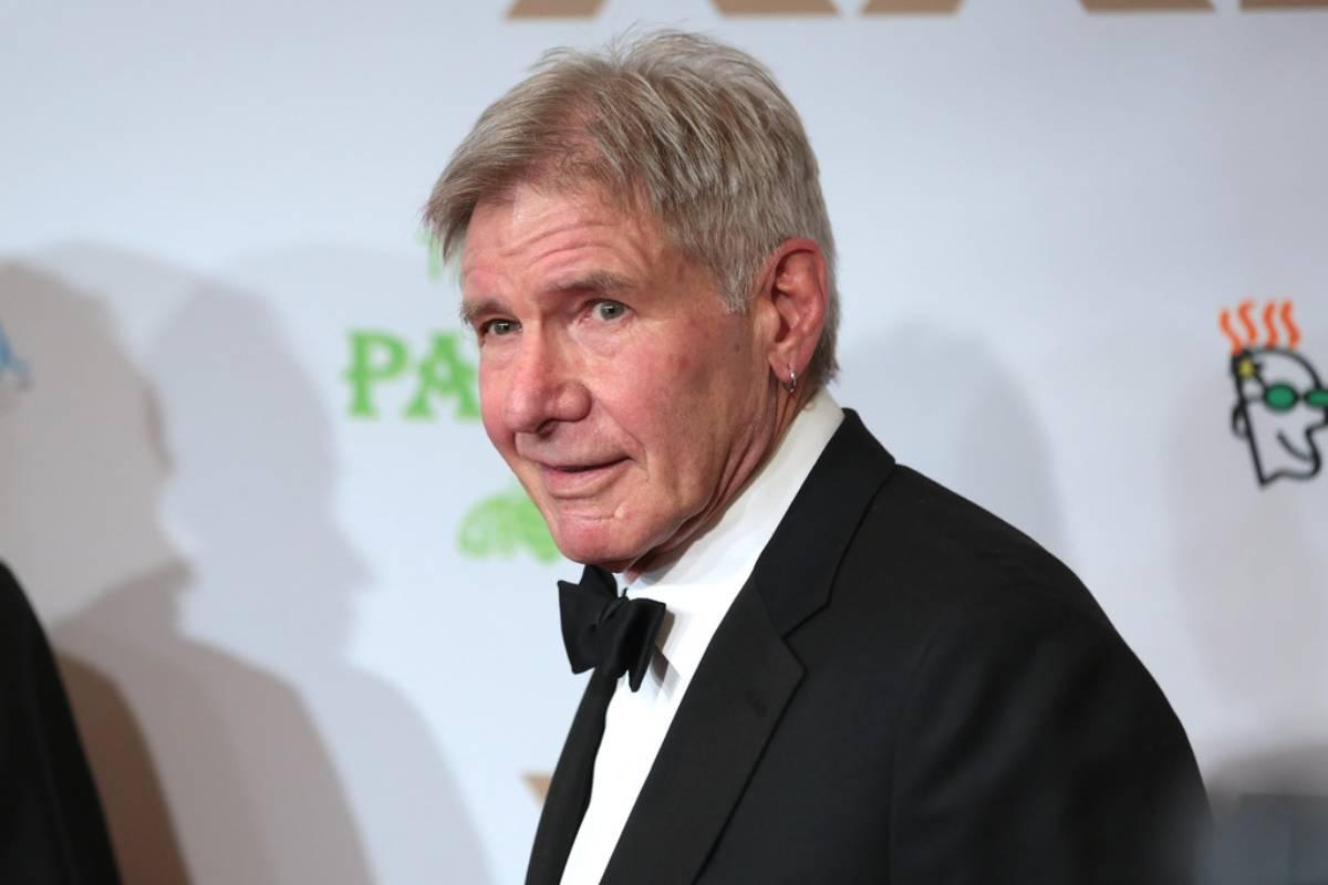 Harrison Ford también se ha sumado a la moda del pendiente.
