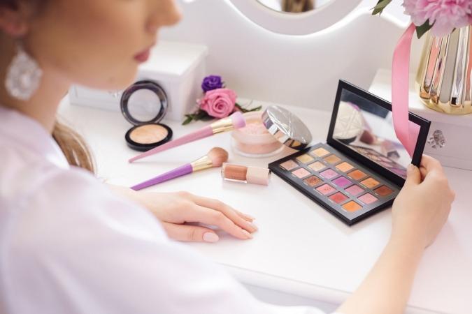 La industria de la cosmética está desplegando una gran gama de productos específicos para pieles maduras.