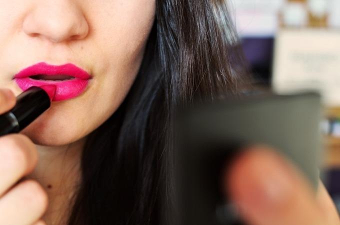 Las mujeres senior son las que tienen mayor poder adquisitivo para comprar cosmétcos.