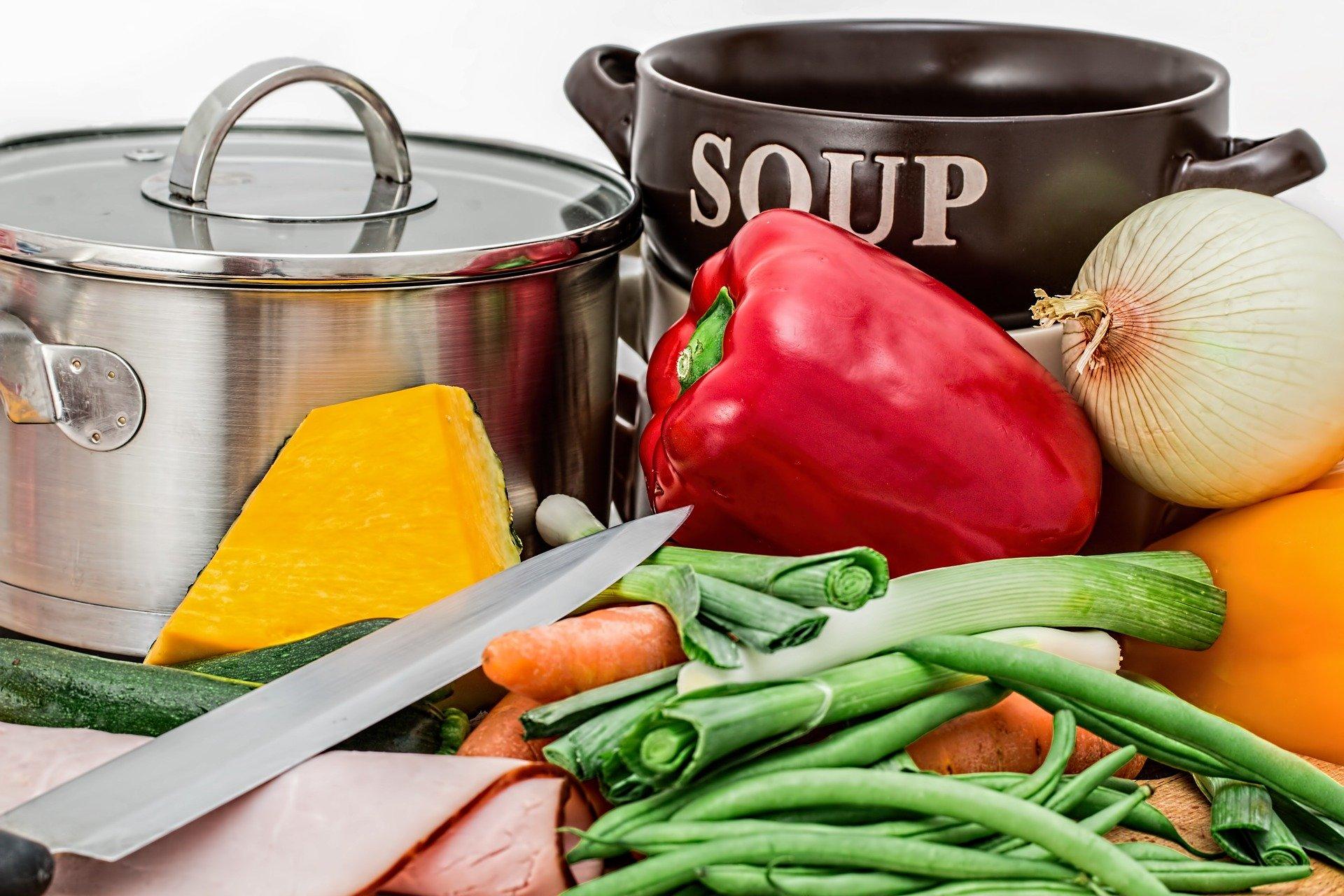 Durante la cuarentena, se recomienda seguir una dieta variada y equilibrada.