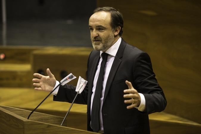 Esparza reivindicó las ayudas aprobadas el pasado 3 de abril junto a EH Bildu.