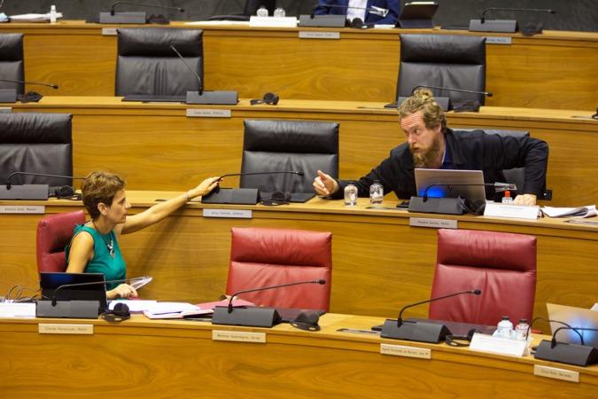 María Chivite y Maiorga Ramírez, durante el pleno de este jueves.