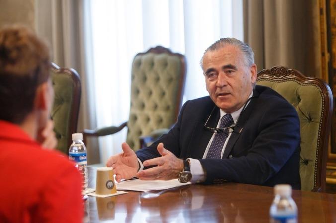 Francisco Esparza, durante su encuentro con la presidenta María Chivite.
