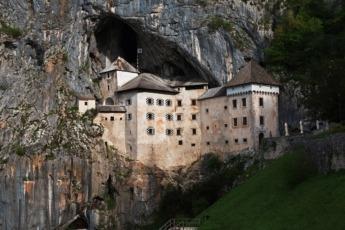 El Castillo Predjama en Eslovenia ha sido incluido en el Guinness como el castillo cueva más grande del mundo.
