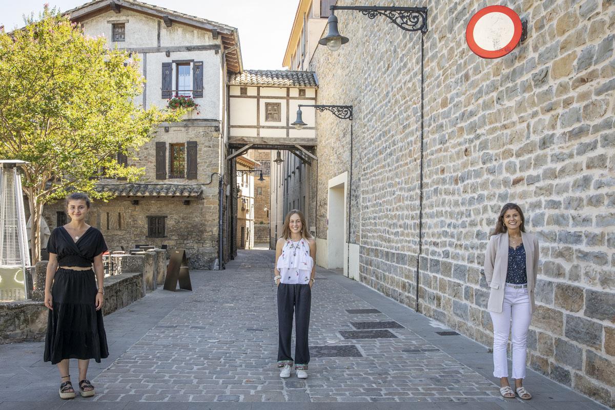 """Las tres jóvenes destacan que Navarra tiene 'startups' """"súper punteras""""."""
