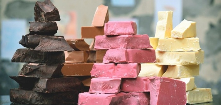 A pesar de su color rosado, el chocolate ruby es caco auténtico, sin colorantes.