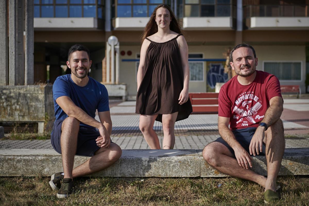 De izda. a dcha., Grábalos, Jauquicoa y Arrieta, tres de los colaboradores navarros de Ohana Movies. (Foto: Iranzu Larrasoaña)