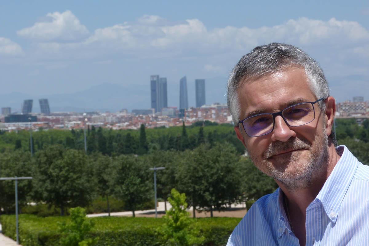 Actualmente, Enrique Sueiro reside en Madrid.