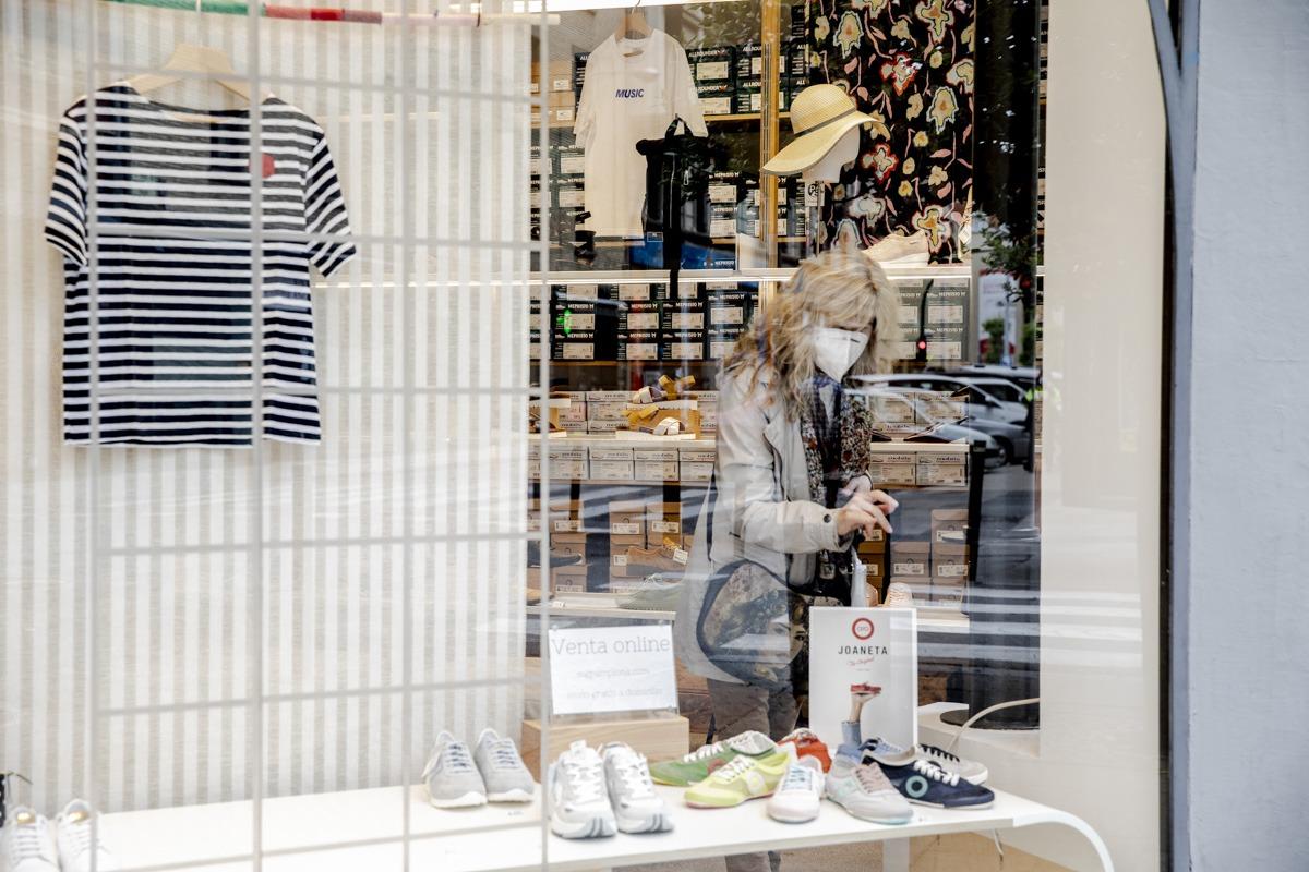 Los comercios de ropa y calzado comenzaron a retomar el pulso este lunes.