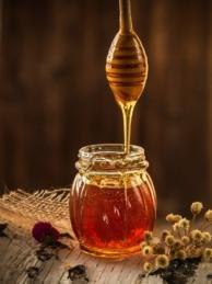 La población de abejas está disminuyendo considerablemente.