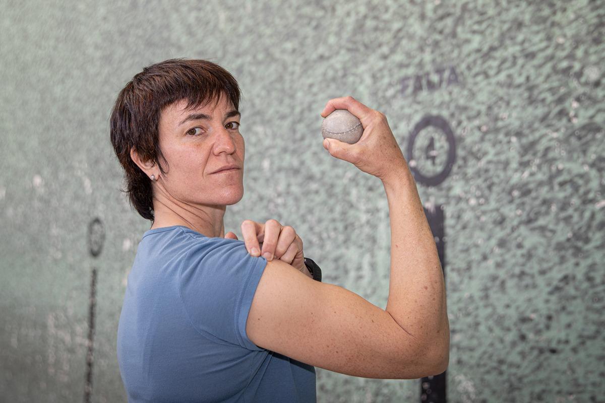 Maite Ruiz de Larramendi sueña con lograr que las pelotaris puedan dedicarse al deporte en exclusiva.