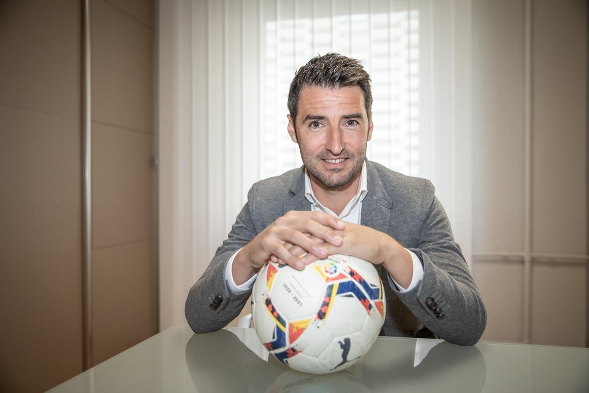 Bertran fue futbolista de Osasuna, Recreativo de Huelva y Real Zaragoza.