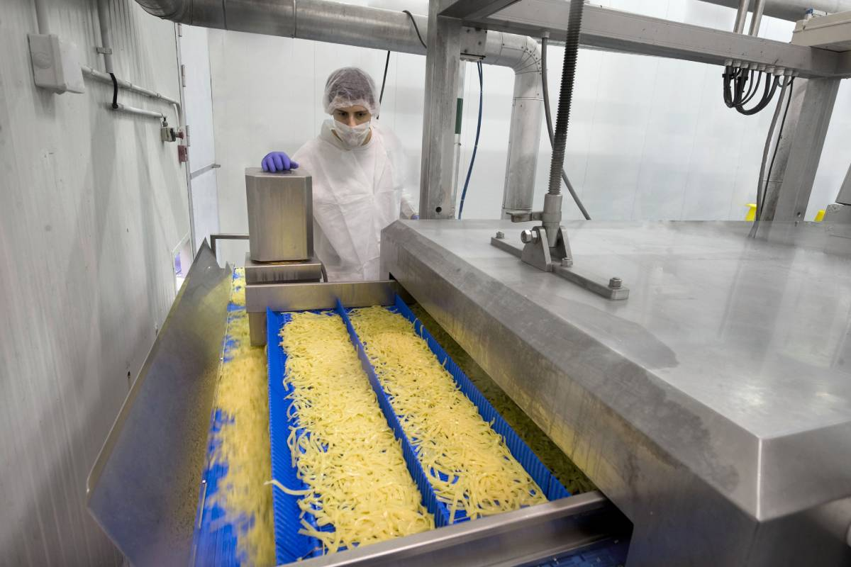 Una de las máquinas que utiliza la compañía para cocer la pasta.