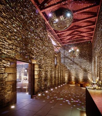 Sus muros mantienen las piedras originales de este espacio noble.