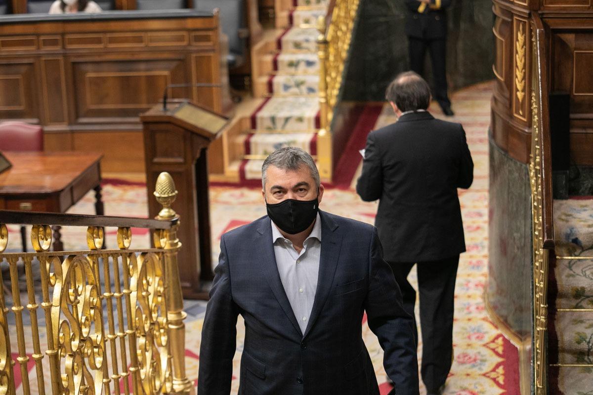 Santos Cerdán se muestra muy crítico con la actitud de los diputados de Navarra Suma.