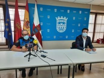 Juan Cruz Ruiz, jefe de Policía Municipal de Tudela y Alejandro Toquero, alcalde de Tudela durante la rueda de prensa.