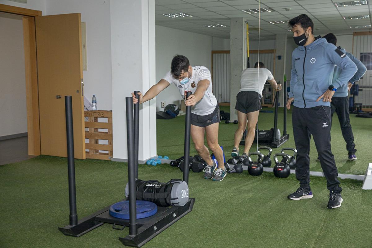 La mayoría de los deportistas a los que entrenan buscan potenciar la fuerza.