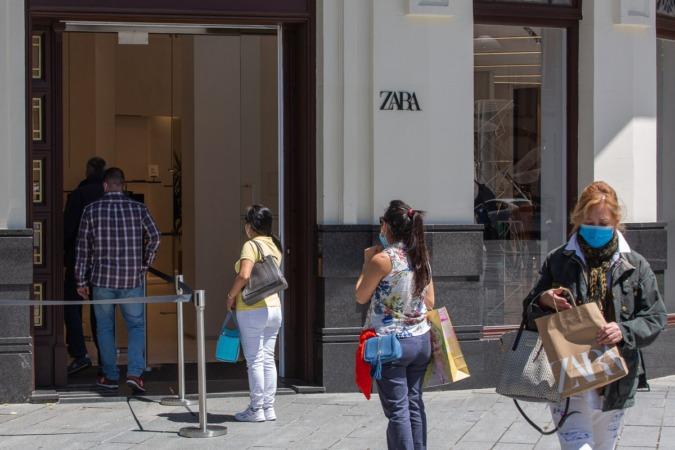 Este lunes, también abrieron algunos comercios de más de 400 m2, aunque con importantes restricciones.