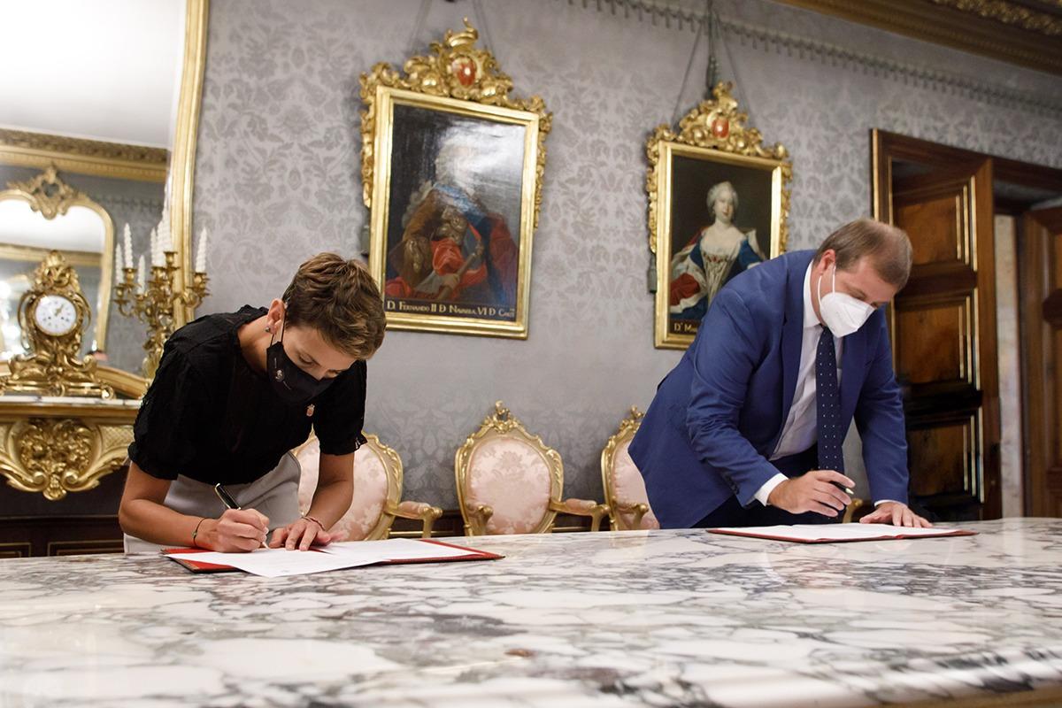 Firma de la declaración conjunta entre el Gobierno foral y Correos.