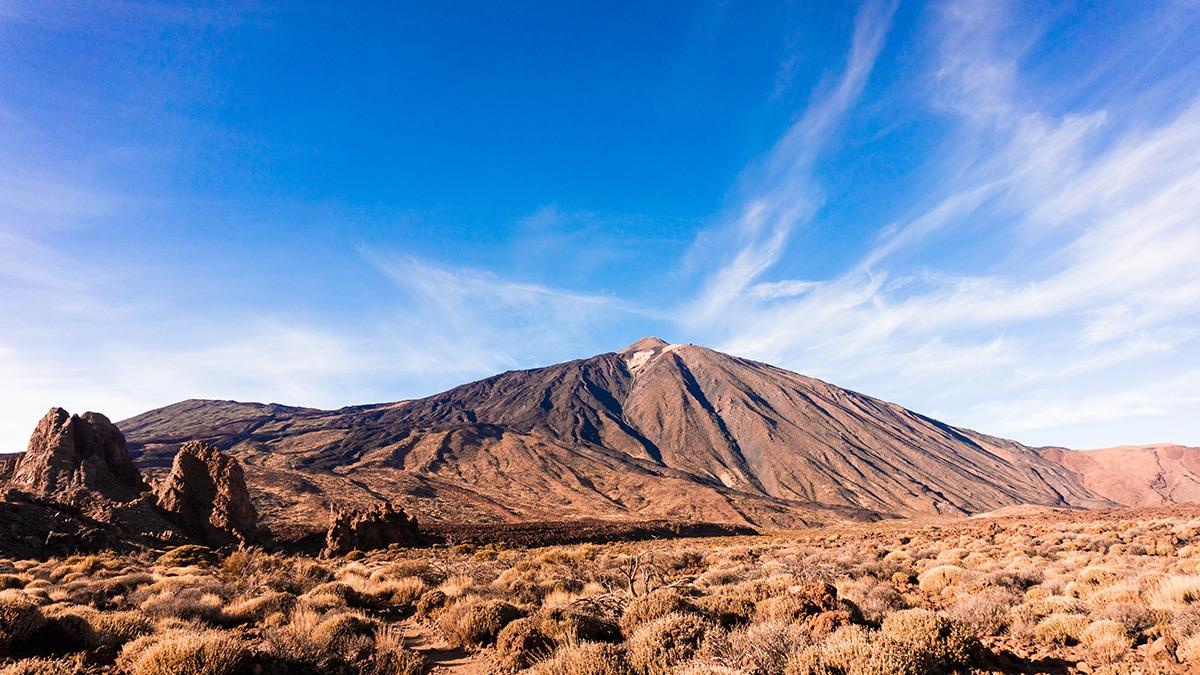 El Teide, emblema de una tierra llena de atractivos para las personas viajeras.