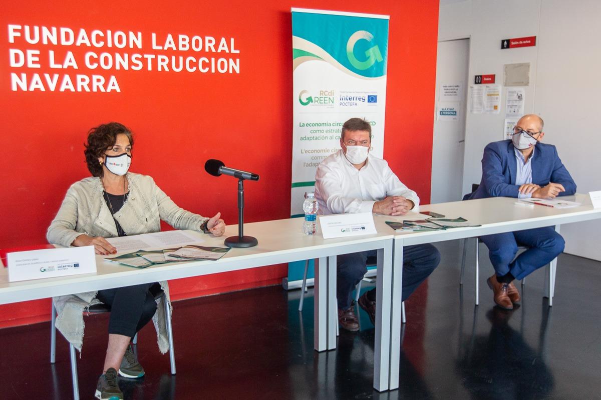 Itziar Gómez, Josetxo Iriguibel y Emilio Lezana, durante la presentación del proyecto.