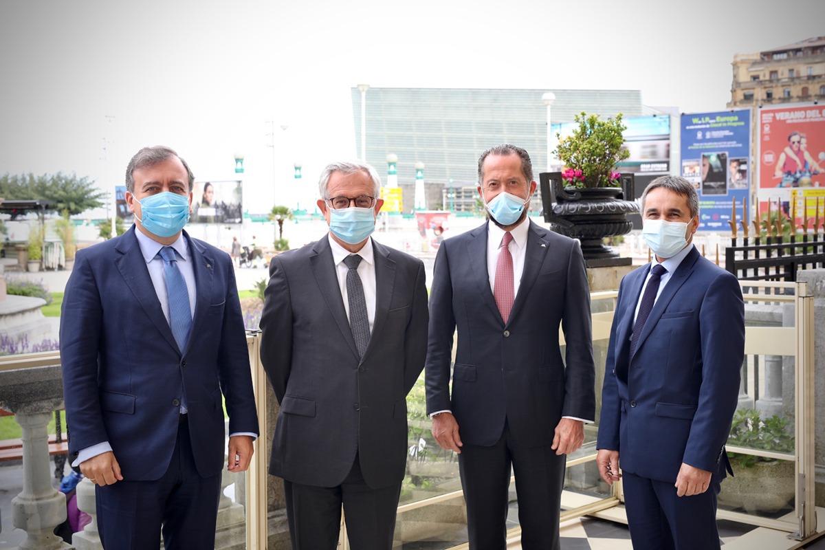 Francisco Botas, Xavier Musca, Juan Carlos Escotet y Marc Didier formalizaron la compra de Bankoa. (Foto: cedida)