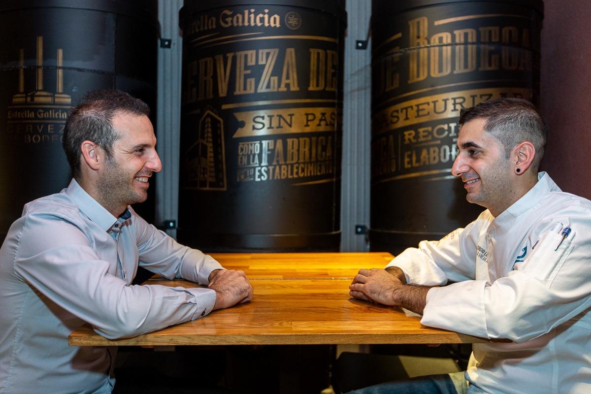 Sergio Larga y Germán Gómez, en la cocina de La Vieja Iruña.(Foto: Víctor Ruiz).
