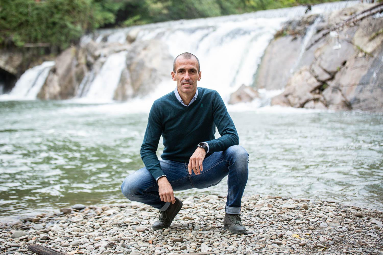 Puñal, en la cascada de Huarte, uno de sus rincones favoritos del pueblo.