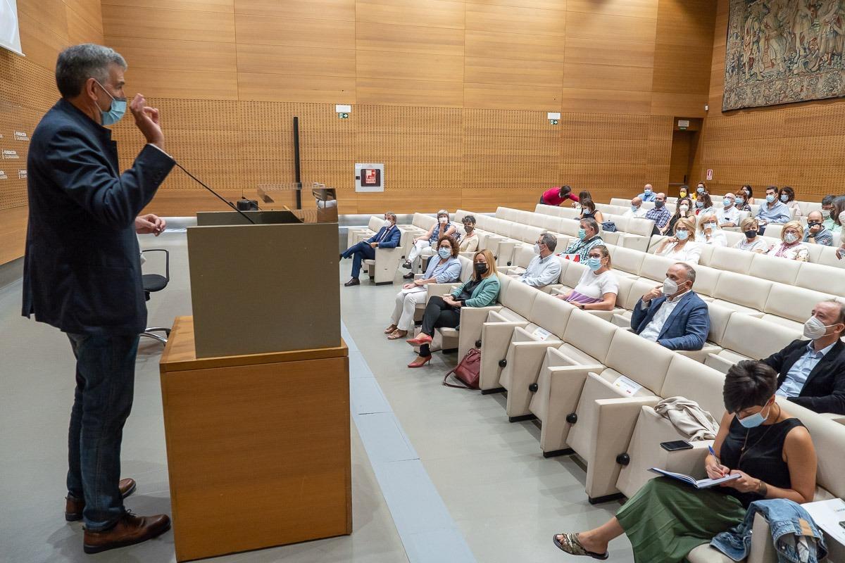 Carlos Adín defendió la importancia del asociacionismo para potenciar las Escuelas Sectoriales de Aprendices.